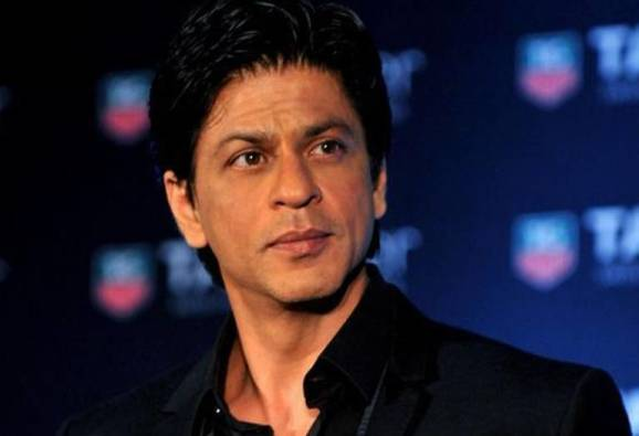 Shah Rukh Khan's car runs over a photographers leg, actor rushes him to hospital