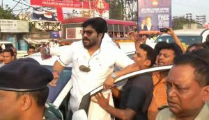 Stone thrown at Babul Supriyo