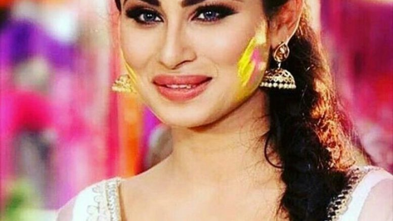 I am not part of Salman Khan's Bigg Boss 11: Mouni Roy refutes rumours