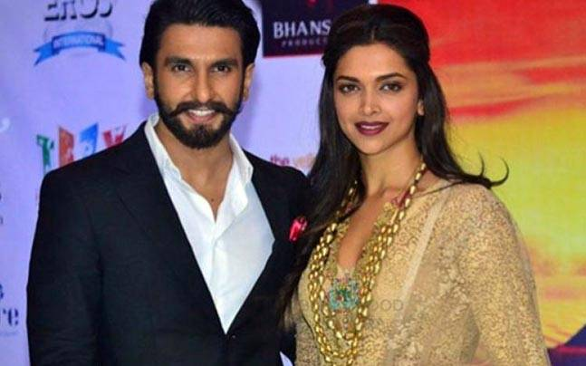 Ranveer Singh & Deepika Padukone's INTIMACY Caught On Camera; Picture Goes Viral!