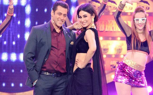Bigg Boss 11 promo: Salman Khan is more than happy to host his sultry neighbour Mouni Roy