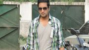 Santhanam involved in a fistfight, gets injured