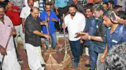Mohanlal picks up broom to support PM Modi's Swachh Bharat Abhiyan