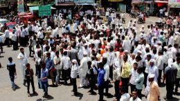"25,000 Farmers March From Nashik to Mumbai, to protest against the government's ""anti-farmer"" policies"